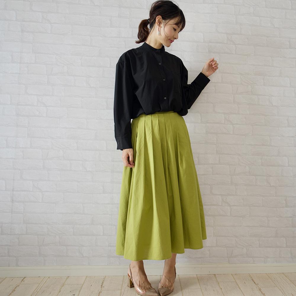 もりのがっこうのブラックのバンドカラーシャツ+カラーロングスカート。カラーが映えます!