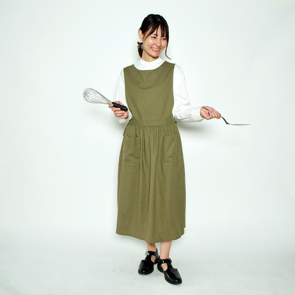 エプロンワンピース。おうちコーデにも。大きめポケットで、お料理やお掃除、家事にもピッタリ。